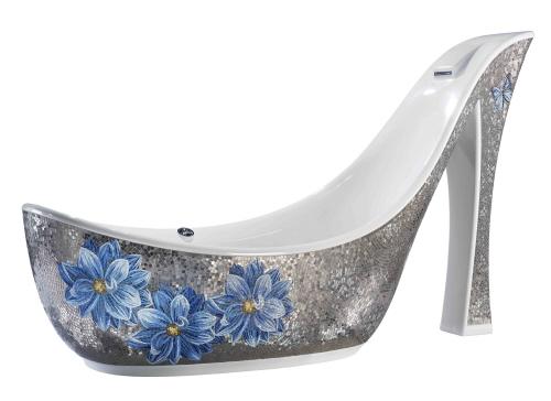 Ванна в форме изысканной женской туфельки