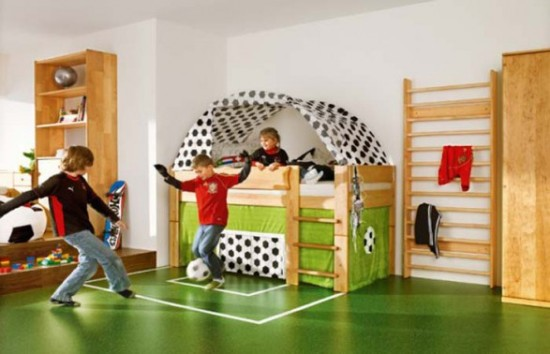 Футбольное поле в детской комнате для мальчиков