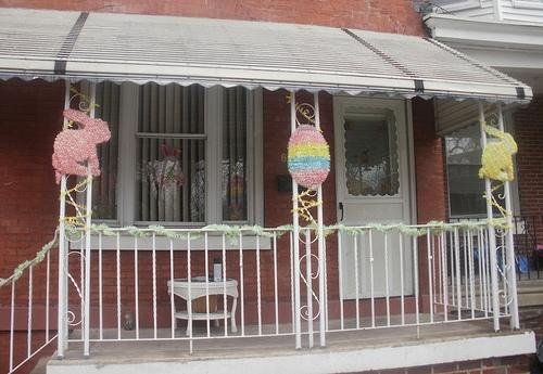 Пасхальный декор балкона фото