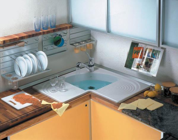 Фото кухни с угловой мойкой