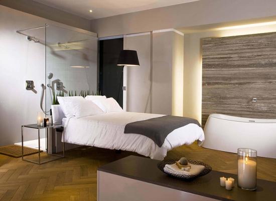 Мозаичные деревянные полы в спальне