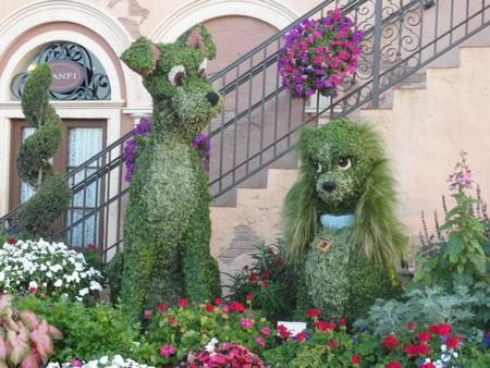 Зеленые скульптуры топиари в дизайне сада