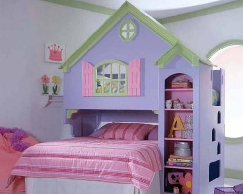 Детская кровать с полками