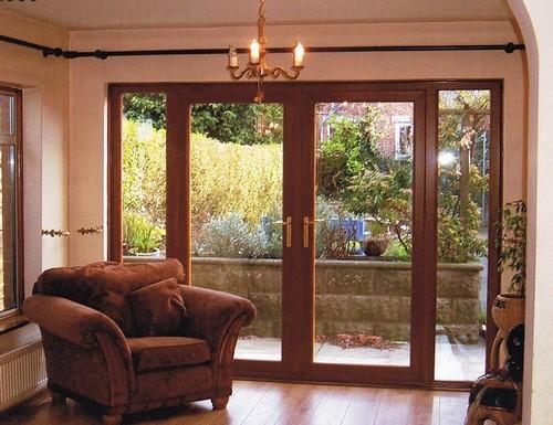 Дом с французскими окнами