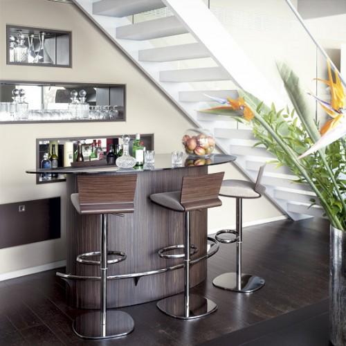 Мини-бар под лестницей