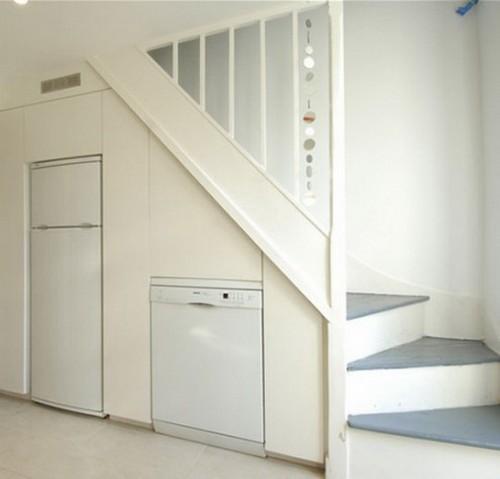 Кухня под лестницей фото