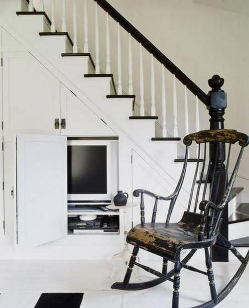 Домашний кинотеатр под лестницей
