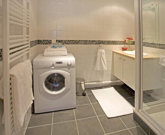 Стиральная машина в ванной фото