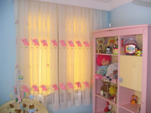 Шторы в детскую комнату новорожденного
