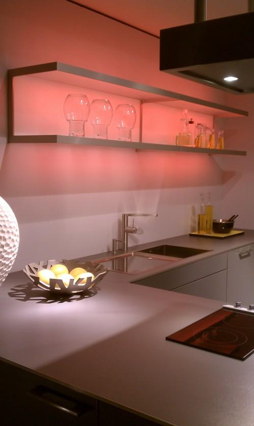Стеклянные полки со светодиодной подсветкой