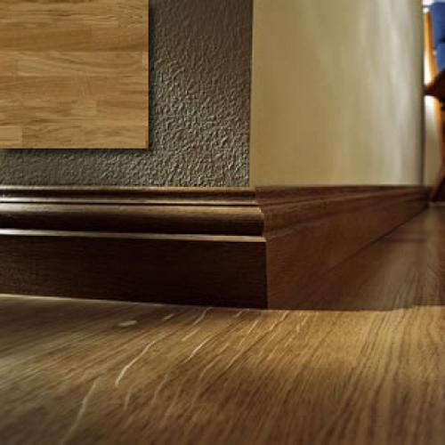 Плинтус деревянный напольный