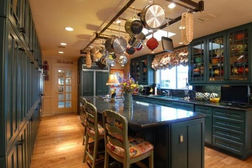 Кухонные рейлинги - подвесные конструкции над островом