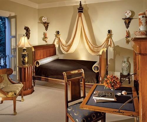 Интерьер спальни в романском стиле