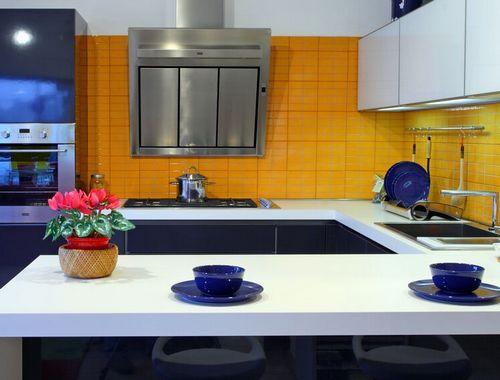 Кухня синяя с оранжевым