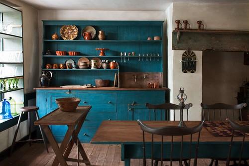 Синяя деревянная кухня