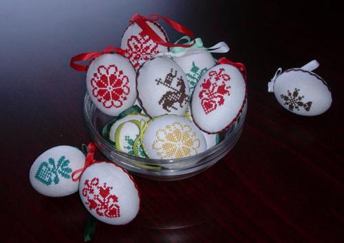 Пасхальные яйца - вышивка к Пасхе 2012