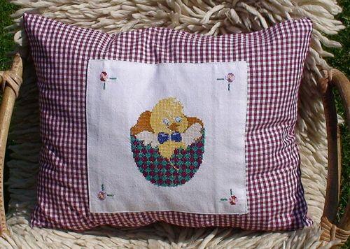 Декоративная подушка с вышивкой - пасхальные мотивы