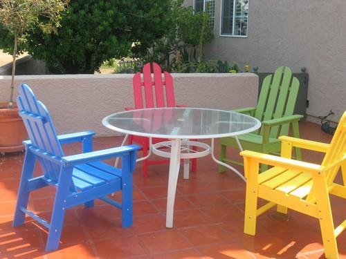 Цветная пластиковая мебель для дачи
