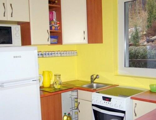 Весенний дизайн интерьера - желтая кухня