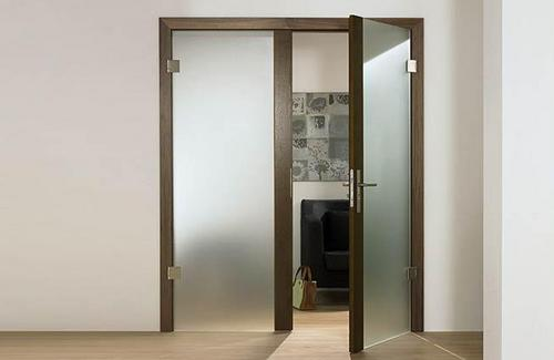 Дверь со стеклом фото