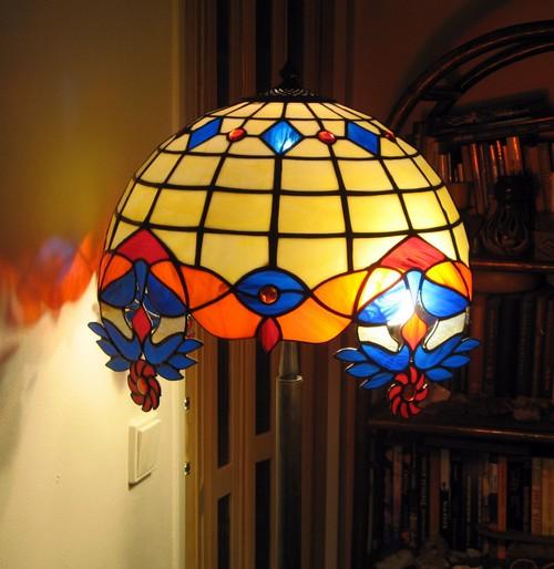 Лампы с разноцветным витражом
