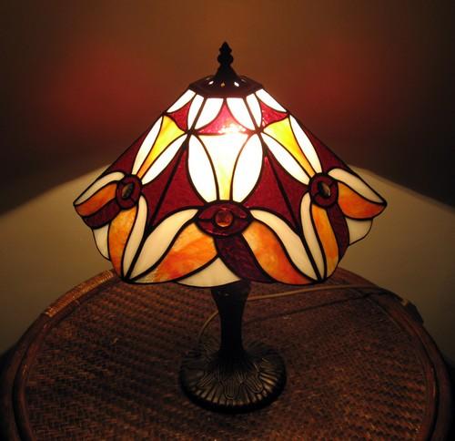 Витражная настольная лампа фото
