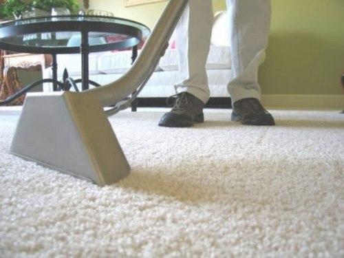 Чистка ковров с помощью вакуумного пылесоса