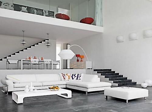 Интерьер двухуровневой квартиры в светлых тонах