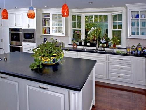 Окно на кухне с эркером