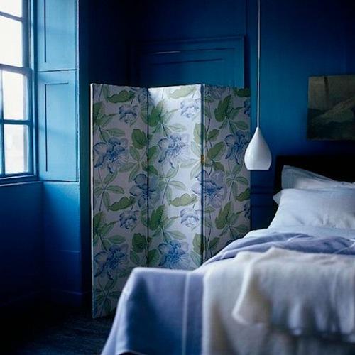 Ширма в интерьере спальни