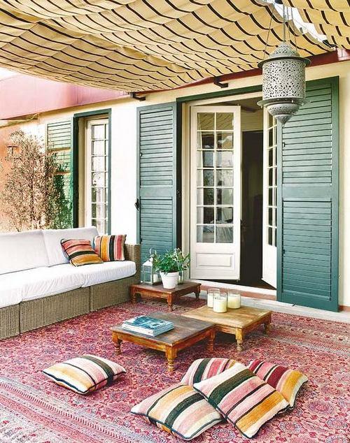 Летняя терраса пристроенная к входу в дом