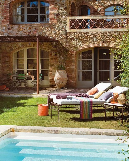 Оригинальная мебель для открытой террасы к дому