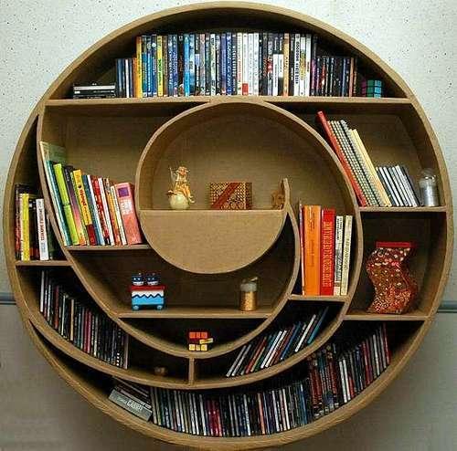 Необычные книжные полки из картона