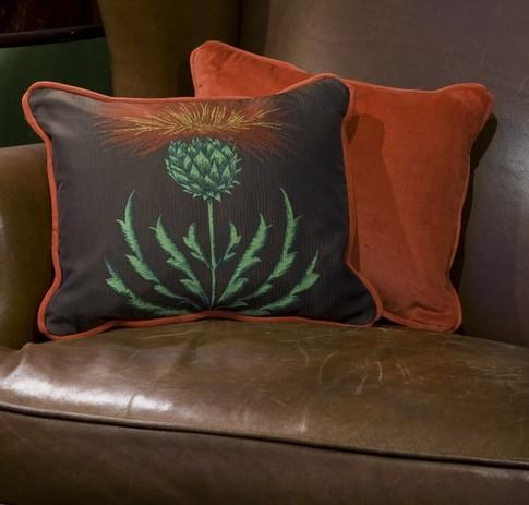 Декоративные подушки терракотового цвета