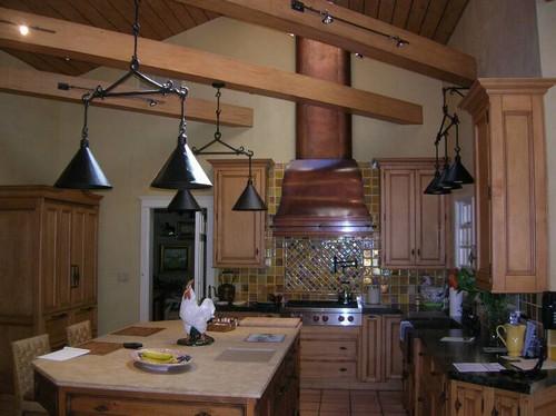 Потолочные декоративные балки в интерьере фото