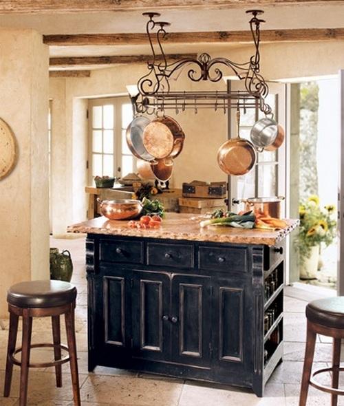 Декоративные балки в интерьере кухни с островом