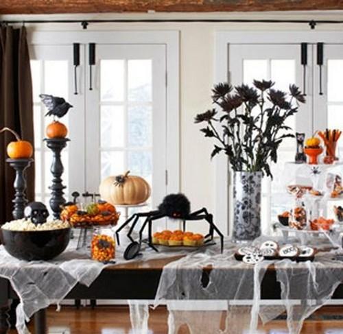 Мрачное украшение стола на Хэллоуин