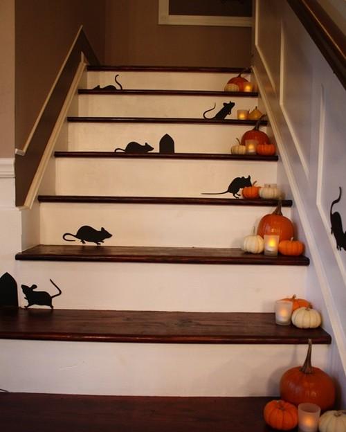Украшение лестницы в доме к Хэллоину