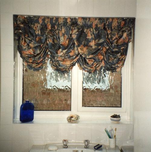 Австрийские шторы для ванной
