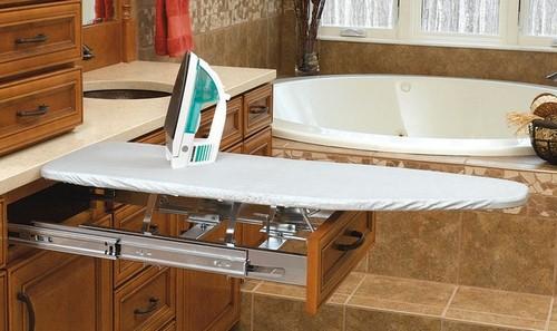 Выдвижная гладильная доска в ванной комнате