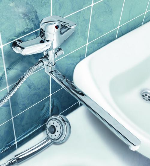 Смеситель комбинированный в ванную