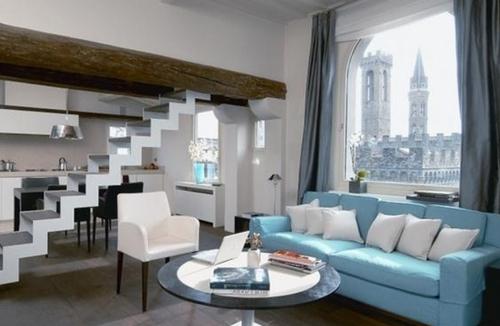 Голубой диван в интерьере фото