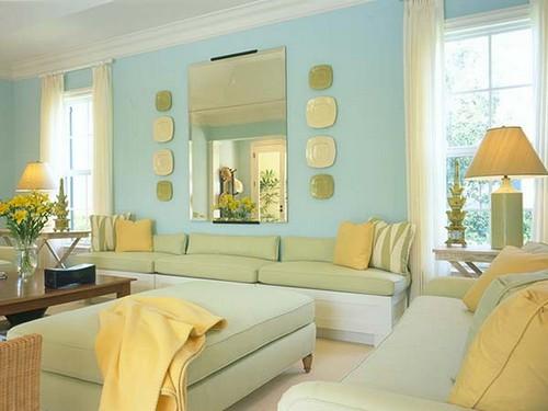 Красивое сочетание желто-зеленого и голубого цвета в интерьере