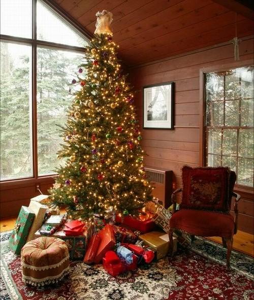 Красивое украшение новогодней елки на год Змеи
