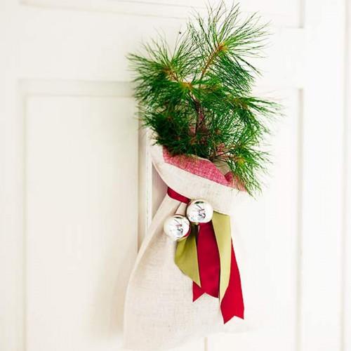 Украшение для входной двери к Новому году