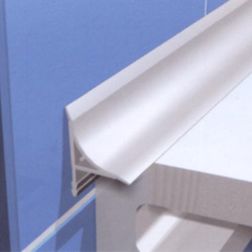 Как устранить зазор между ванной и стеной