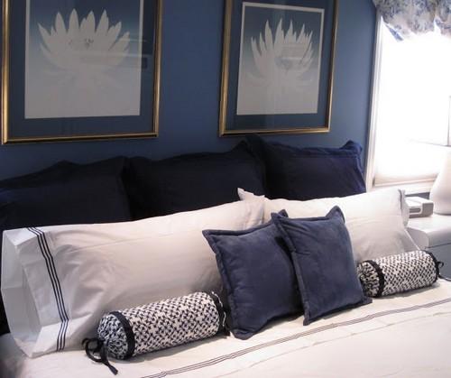 подушка-валик для кровати