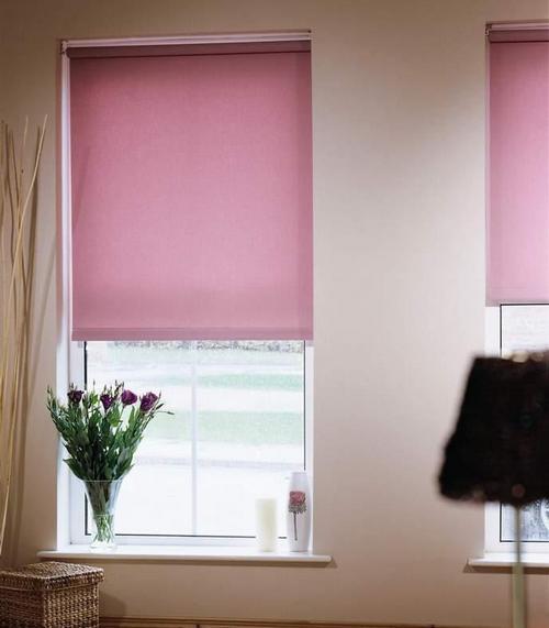 Яркие рулонные шторы на окна