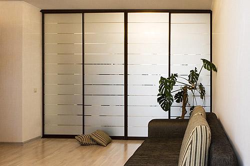 Встроенные шкафы купе с матовым стеклом