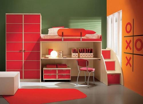 Детская кровать с ящиками и столиком